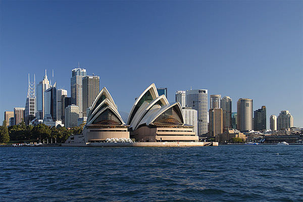 800px-Sydney_opera_house_and_skyline